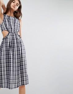 Клетчатое платье миди с вырезами ASOS - Мульти