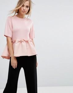 Вязаная футболка с контрастной оборкой Lost Ink - Розовый