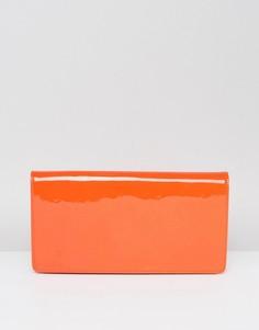 Длинный структурированный клатч с лакированной поверхностью ASOS - Оранжевый