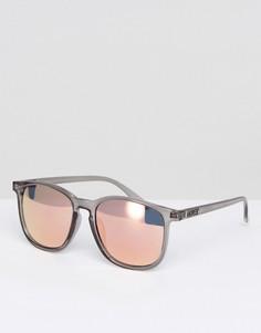 Серые квадратные солнцезащитные очки с зеркальными стеклами Quay Australia - Серый