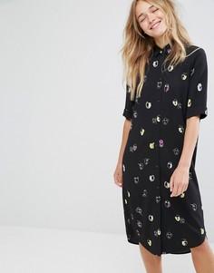 Платье-рубашка с принтом лиц Monki - Черный