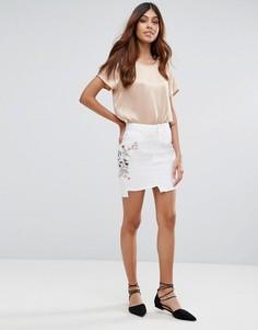 Мини-юбка с вышивкой и ступенчатым краем Miss Selfridge - Белый