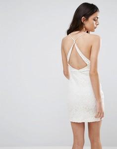 Кружевное платье с вырезом на спине Wyldr Hands Down - Кремовый