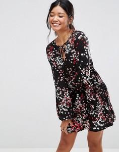 Свободное платье с V-образным вырезом и цветочным принтом ASOS - Мульти