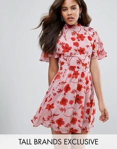 Платье с цветочным принтом и открытой спиной Missguided Tall - Розовый