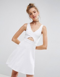 Короткое приталенное платье с вырезом и эластичной талией ASOS - Белый