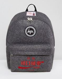Серый рюкзак с нашивками Hype x Coca Cola - Серый