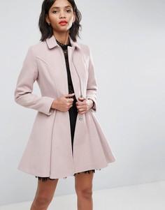 Пальто с клешем от талии и молнией спереди ASOS - Кремовый
