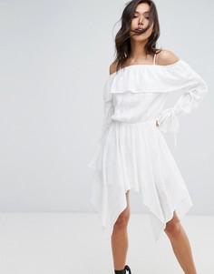 Платье с вырезами на плечах и асимметричным краем Missguided - Белый