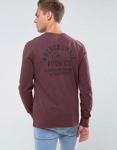 Бордовый облегающий лонгслив с принтом на спине и логотипом Abercrombie & Fitch - Красный
