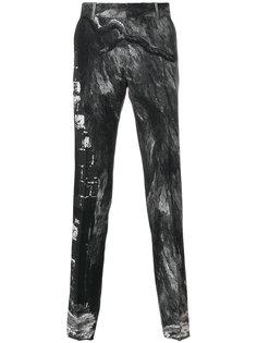 прямые брюки с размытым рисунком Alexander McQueen