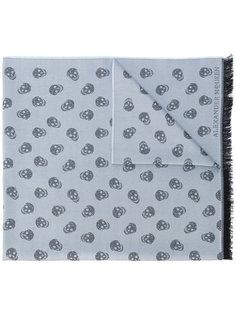 трикотажный шарф с черепами Alexander McQueen