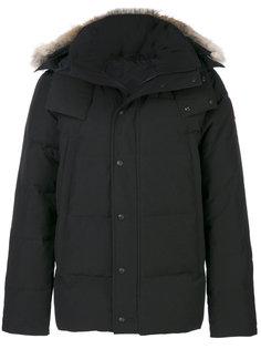 пуховое пальто с меховой оторочкой Canada Goose