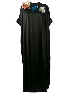 длинное платье с декором из цветов Christopher Kane