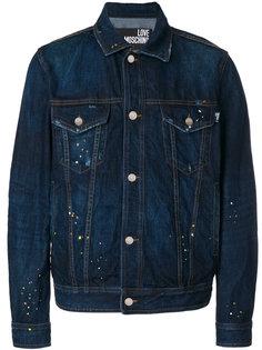 джинсовая куртка с принтом брызг краски Love Moschino