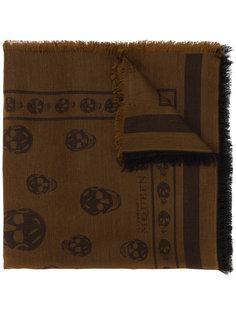 плетеный шарф с черепами Alexander McQueen