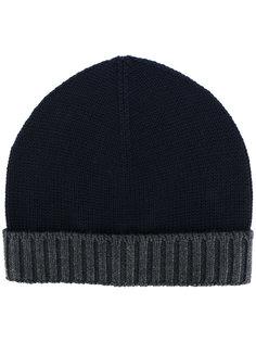 шапка-бини с контрастной отделкой в рубчик Eleventy