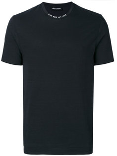 футболка с надписью на воротнике  Neil Barrett