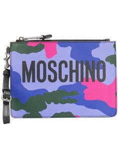 клатч с камуфляжным принтом и логотипом Moschino