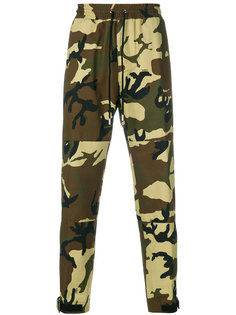 спортивные брюки в камуфляжный принт Givenchy