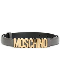 узкий ремень с бляшкой с логотипом Moschino