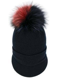 шапка с козырьком и меховым помпоном Inverni