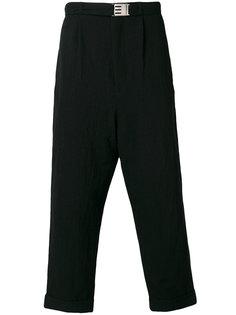 укороченные брюки свободного кроя Maison Mihara Yasuhiro