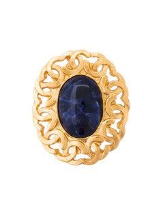 овальная брошь с камнем и логотипом Chanel Vintage