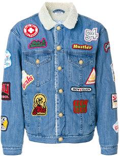 джинсовая куртка с нашивками Gcds