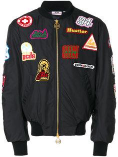 куртка-бомбер с нашивками Gcds