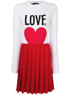 плиссированное платье  Love Moschino