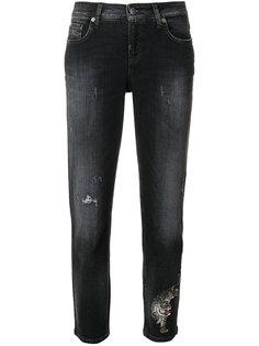 укороченные джинсы Lilian с рваными деталями Cambio