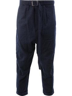 брюки с заниженной проймой с поясом Maison Mihara Yasuhiro