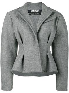 строгий пиджак с объемными плечами  Jacquemus