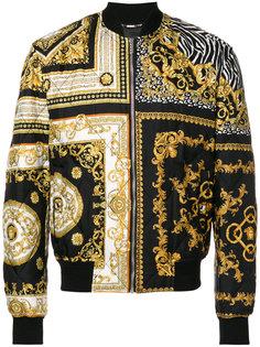 """стеганая куртка-бомбер с принтом """"барокко"""" Versace"""