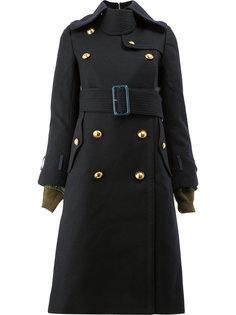 двубортное пальто в стиле милитари Sacai