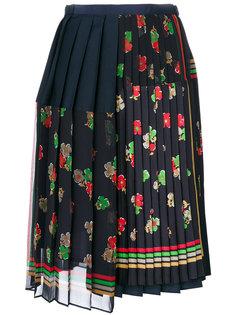 плиссированная юбка с запахом и цветочным принтом  Sacai