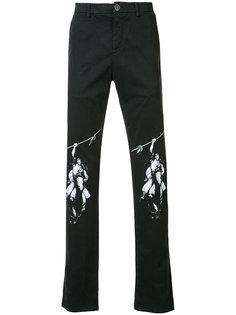 джинсы с принтом на коленях Off-White