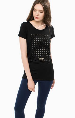 Черная футболка с короткими рукавами
