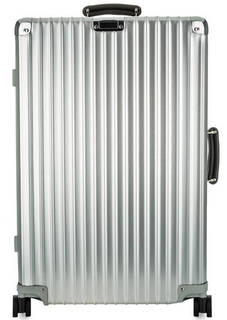 Вместительный серебристый чемодан из алюминия Rimowa