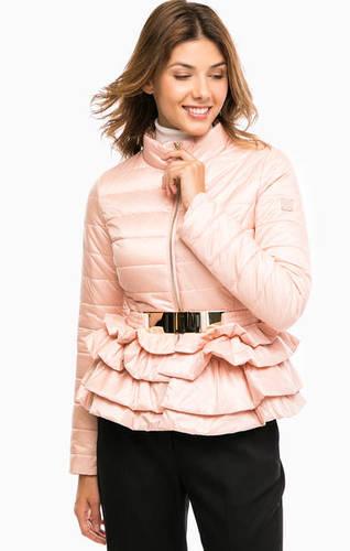 Легкая куртка розового цвета с оборками
