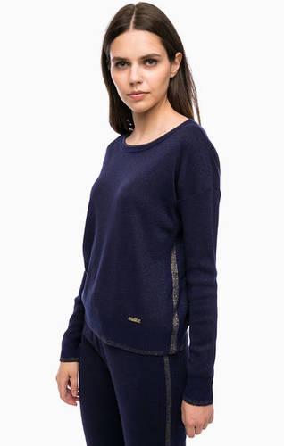 Синий джемпер с длинными рукавами