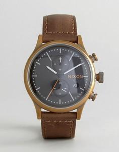 Часы с коричневым кожаным ремешком и хронографом Nixon Station - Коричневый