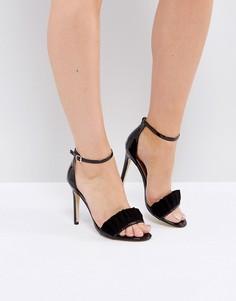 Босоножки на каблуке с отделкой рюшами London Rebel - Черный