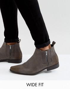 Серые ботинки челки из искусственной замши с молнией для широкой стопы ASOS - Серый