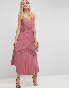 Плиссированное платье макси с кружевными вставками ASOS - Розовый