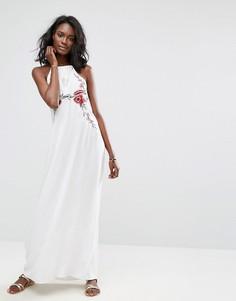 Платье макси с вышивкой и бретелькой через шею Boohoo - Белый