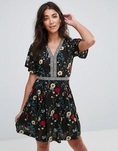 Чайное платье мини в стиле бохо с цветочным принтом Trollied Dolly - Черный