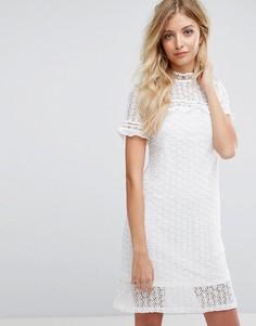 Кружевное платье с шифоновыми оборками QED London - Кремовый