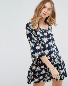 Платье с рукавами 3/4 и цветочным принтом Y.A.S Shanti - Синий